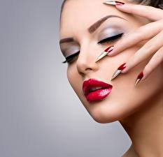 Fingers_Makeup_Manicure_Face_Red_lips_564490_233x225.jpg